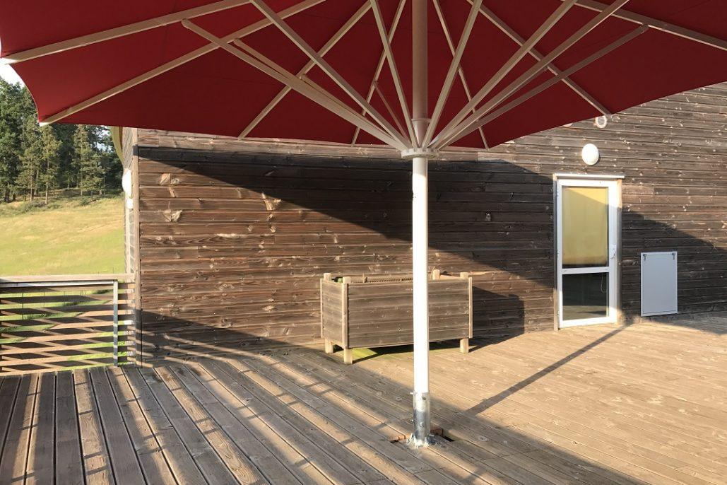 parasol sur mesure trs rsistant pour couvrir la totalit dune terrasse toile acrylique et armature renforce en aluminium