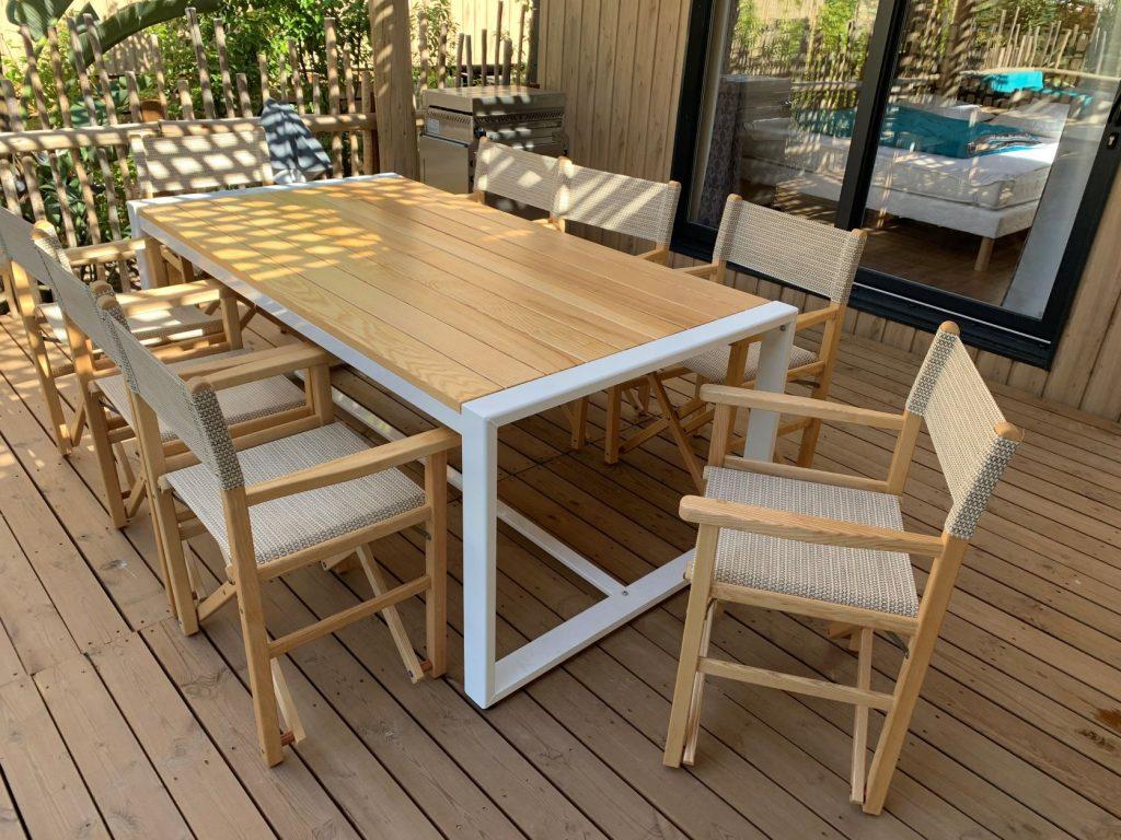 Table Food 200 x 106 6 à 8 personnes structure aluminium + bois fauteuil metteur en scène terrasse mobile home camping couleur naturelle rel